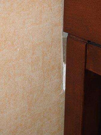 Comfort Inn & Suites: Exposed drywall.