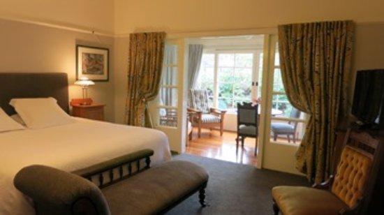 Cheltenham House: Morse, superking suite
