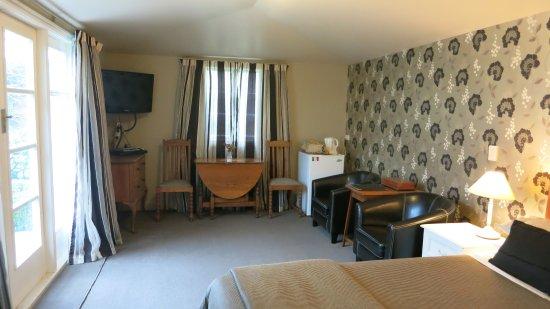 Cheltenham House: Earl & Oak, garden queen suites
