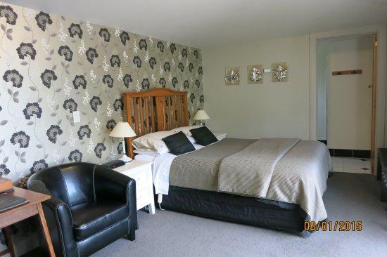 Cheltenham House: Earl & Oak, queen garden suites