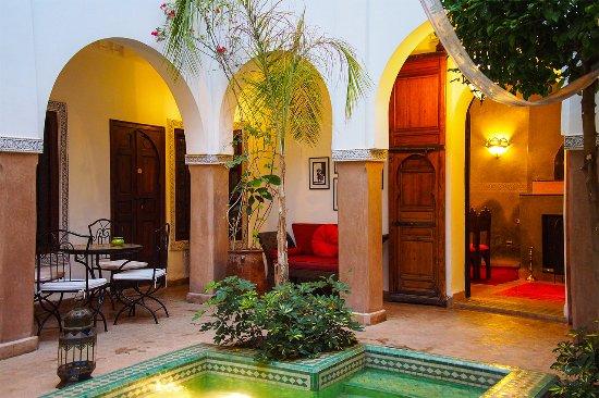 Riad el Noujoum: Courtyard with pool