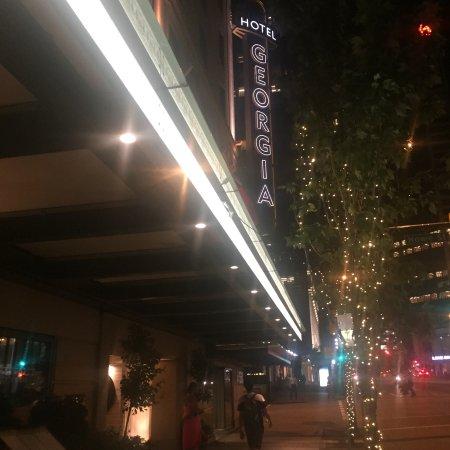 Rosewood Hotel Georgia: Georgia Street view