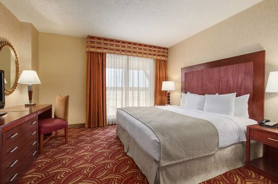 Embassy Suites by Hilton San Marcos - Hotel, Spa & Conference Center: King Bed