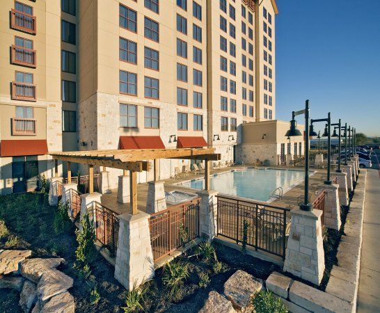 Embassy Suites by Hilton San Marcos - Hotel, Spa & Conference Center: Outdoor Pool Area