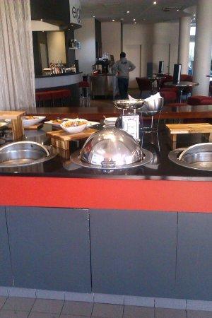 Rydges Bankstown: Buffet Lunch & Bar