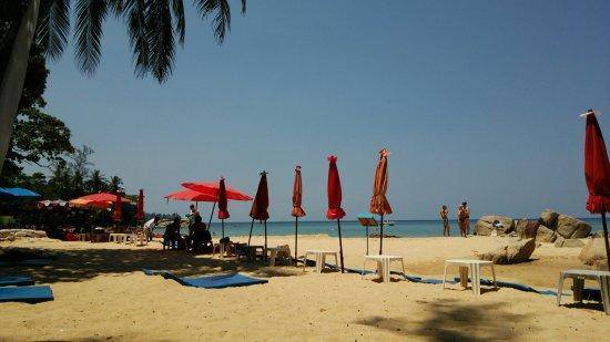 Ayara Hilltops Resort and Spa: 少し歩いたところにあったleam singビーチ