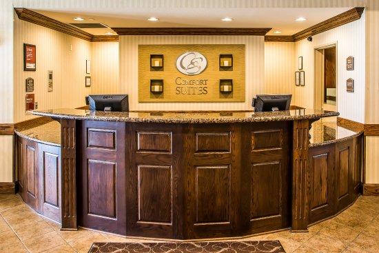 Comfort Suites Oshkosh: Lobby