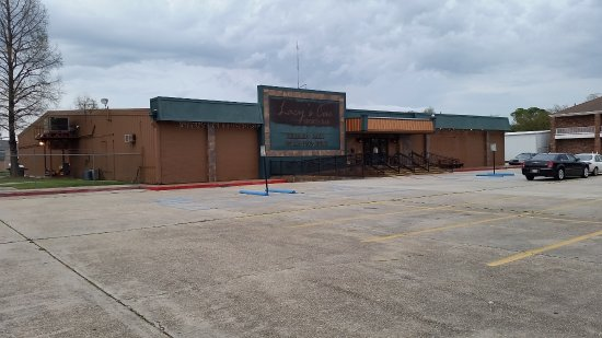 Chalmette, Λουιζιάνα: Lacy's Cue a SMOKE FREE Sports Bar wih a restaurant, live entretainment and more.