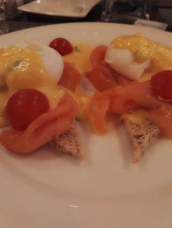 Le Chatelain Hotel: Egg Benedict