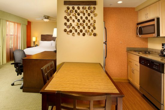 Homewood Suites by Hilton Columbus: Living Area