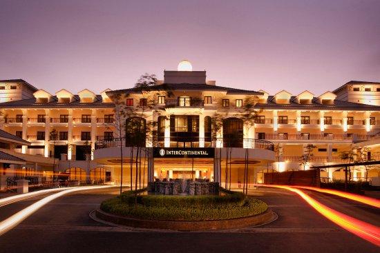 InterContinental Hanoi Westlake : Hotel Exterior