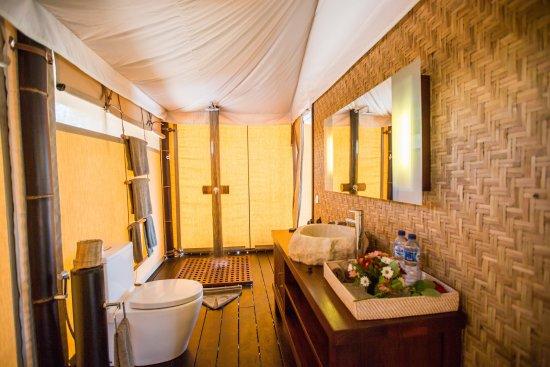 Karma Reef One Bedroom Sea Tent - Bathroom & One Bedroom Sea Tent - Bathroom - Picture of Karma Reef Gili Meno ...
