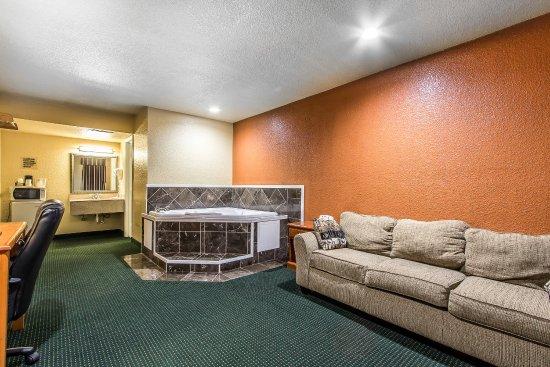 Miami, OK : King Suite