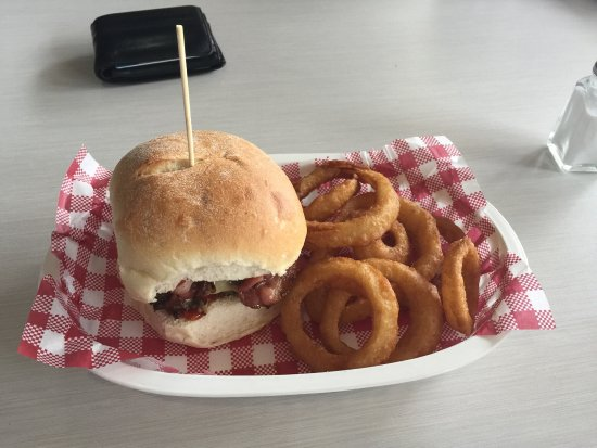 Tuggeranong, Australia: The large burger and fries, small burger and onion rings.