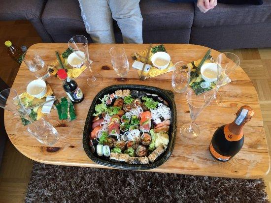 Weinstadt, Германия: Sushi to Go für 4 Personen