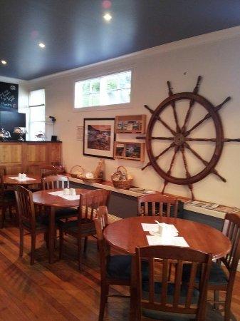 Swingin' Anchor Cafe: Cafe