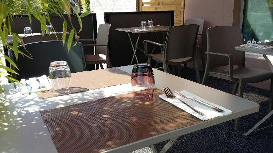 Cruseilles, Francia: Espace terrasse magnifique,convivial, pour passer de supers moments  👍  Cuisine au top, avec un