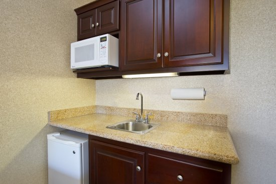 Anderson, IN: Suite Kitchenette