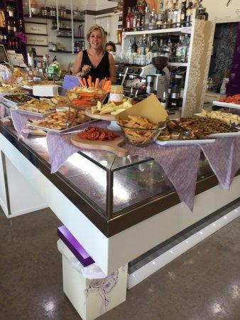 Dogana, San Marino: Aperitivo a buffet
