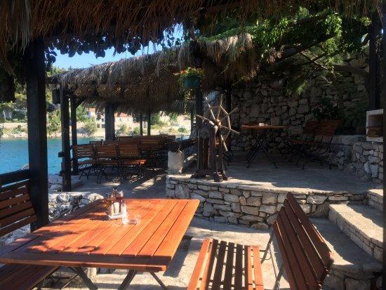 Solta Island, Croatia: Lovely under the tree shadows