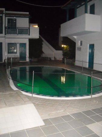 Mika Villas: Small pool at night (closed).