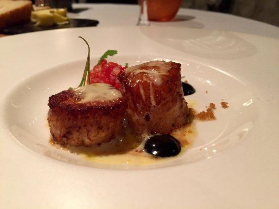 Dax Restaurant: Pan seared scallops