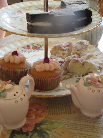 Bedeque, Canadá: rose cupcakes, chocolate squares, strawberry scones