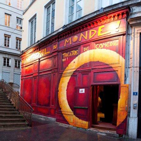 Le Nombril du Monde :  façade de la première salle du théâtre