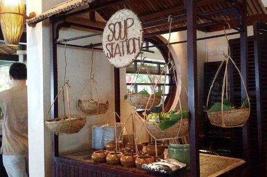 Pavilion: 국물이 일품인 즉석 쌀국수 코너