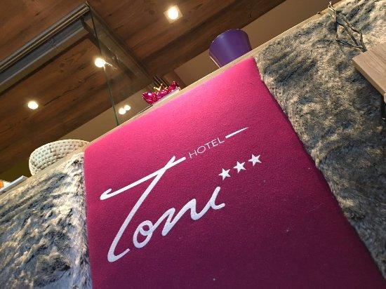 Hotel Toni: Rezeptionstheke