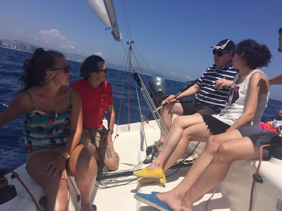 Business Yachtclub Barcelona: Skipper is explaining the tasks on the boat