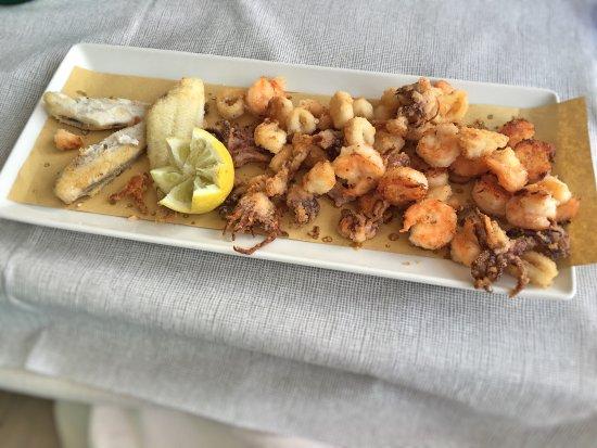 Ristorante Raggiazzurro: La frittura di pesce light era spettacolare.. Tutto buonissimo.. Il locale è molto curato e mode
