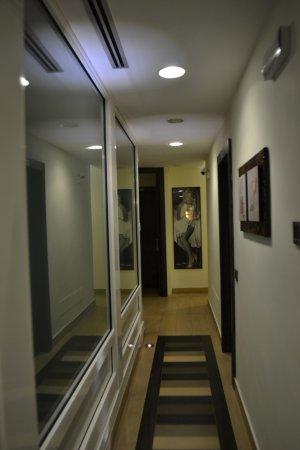 Class House : Pasillos hacia las habitaciones.