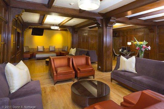 DoubleTree by Hilton The Tudor Arms Hotel: Lobby Reception