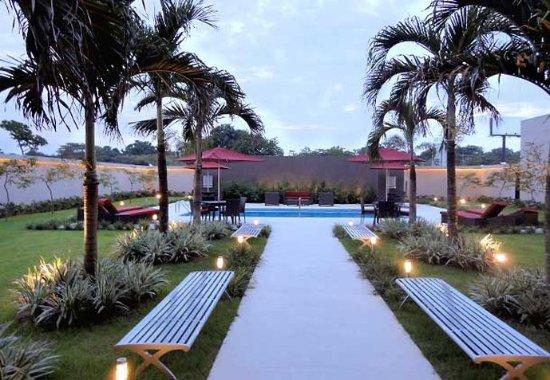 Courtyard Panama at Metromall Mall: Courtyard