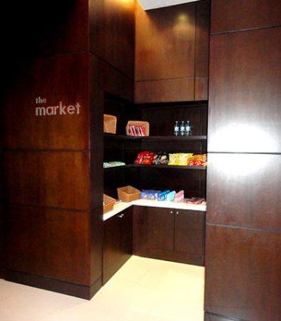 Courtyard Panama at Metromall Mall: The Market