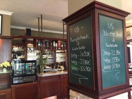 Bülows Steak Restaurant im Hotel Polar-Stern: Säule am Tresen