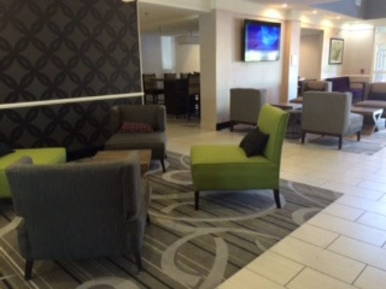 La Quinta Inn & Suites Roswell: clean, updated lobby