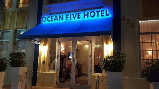 Ocean Five Hotel: 20160707_205459_large.jpg