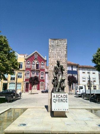 Eça de Queiroz Monument