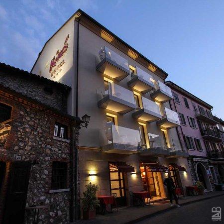 Miro Hotel: Hotel Mirò #Hotel #Mirò #Garda