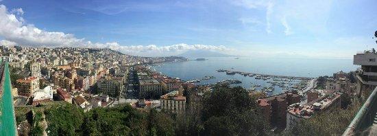 Napoli dalla terrazza di Sant\'Antonio a via Orazio - Foto di ...