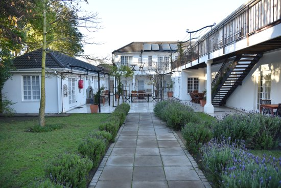 Constantia White Lodge: View of the courtyard at White Lodge.