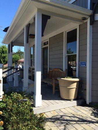 Ντάνβιλ, Καλιφόρνια: front porch entrance on side