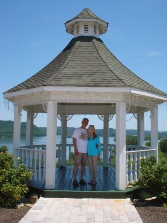 Whitestone Country Inn: Gazebo, overlooking Watts Bar Lake.