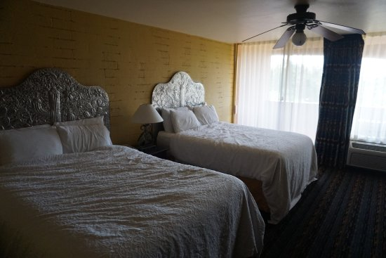 La Posada Lodge and Casitas: beds