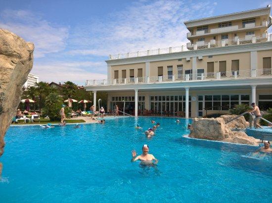 Hotel All'Alba: vista della piscina esterna