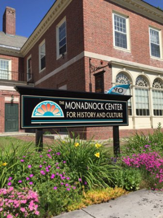 Peterborough, Νιού Χάμσαϊρ: The Monadnock Center is open year-round.