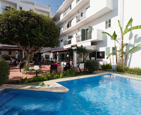Thomas Cook Sold This Family Holiday To Us Review Of Azuline Hotel Galfi