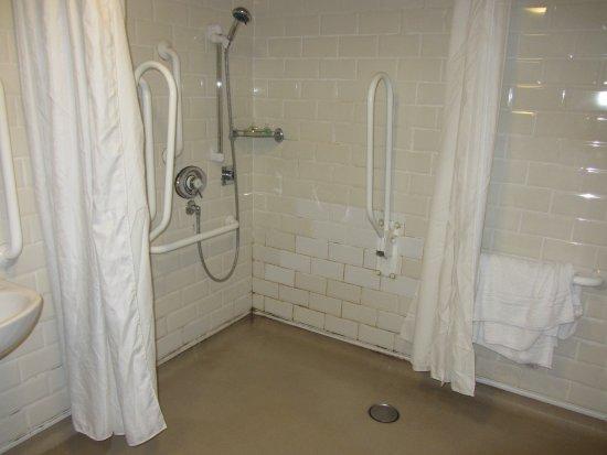 The Crown Inn : Room 5 Bathroom